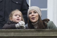 Josephine takes her Minion to the balcony but gets caught by mum   Royalista