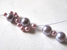 Moois van ' M(i)e': juwelen - MAAK HET ZELF : project : poederarmband Handmade Beaded Jewelry, Pearl Necklace, Pearls, Bracelets, Om, Board, String Of Pearls, Bangles, Beads