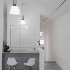 Lámpara colgante MAX Industrial - Lámpara colgante, de diseño industrial con vidrio en la parte inferior. De acero recubierto con una pantalla de plástico.