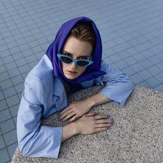 Lin Woldendorp (°1994) is autonoom fotograaf, woont en werkt in Amsterdam. Ze publiceert in ondermeer dagblad Het Parool, zaterdagmagazine PS, de Volkskrant, cross-mediaal platform VICE en in weekblad VIVA. Haar focus ligt op portretfotografie, met een mode-achtige kwaliteit. Haar beelden zijn echter minder gestyled of geënsceneerd. 'Naamloos' Contemporary Artists