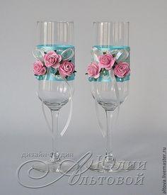 Купить или заказать Бокалы свадебные 'Мятные розы' в интернет-магазине на Ярмарке Мастеров. Бокалы свадебные для молодожёнов с фактурным кружевом, атласными лентами, перламутровыми бусинами и декоративными цветами. На фото представлены свадебные бокалы, выполненные в мятн-розовой цветовой гамме, но на заказ можно сделать в любом цвете. ЗДЕСЬ ВЫ НАЙДЁТЕ ЛЮБЫЕ АКСЕССУАРЫ ДЛЯ ВАШЕЙ НЕПОВТОРИМОЙ СВАДЬБЫ www.livemaster.