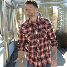 Strong, masculine, and rugged, this red and black plaid pearl snap shirt is the true vision of man. In the woods or at the bar, girls will be eyeing the guy in plaid.    SWT8022009 AST