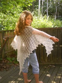 """Things I love to make: August 2010. In Nancy Bush's book """"Knitted laces of Estonia"""" there are many beautiful patterns of knitted lace shawl where the main motif is from the nature. The most common motifs are the lily of the valley and various types of leaf and twigs. One of my favourites is this triangular shawl where the main motif is a birch leaf. The shawl is very easy and fast to knit."""
