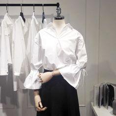 Autumn Fashion Casual, Casual Fall, Laced Up Shirt, Retro Mode, Moda Chic, Bow Blouse, Ulzzang Fashion, Dress Sewing Patterns, White Shirts