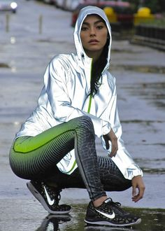 Take a look at the best what to wear with design leggings in the photos below and get ideas for your outfits! what to wear with leggings Image source Nike Outfits, Sport Outfits, Sporty Girls, Athletic Outfits, Athletic Wear, Sport Fashion, Fitness Fashion, Fitness Gear, Fitness Apparel