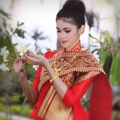 Lao silk Thai Traditional Dress, Traditional Fashion, Traditional Outfits, Morden Dress, Asian Woman, Asian Girl, Laos Wedding, Thai Fashion, Thai Dress