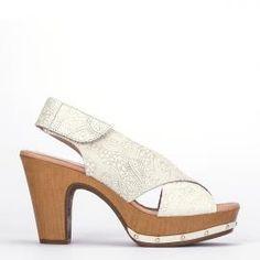 Sandalia Weekend by Pedro Miralles en piel color blanco grabada #shoes #ss16 #inspiration  #shoeporn #sandals #zapatos #moda #calzado #madeinspain