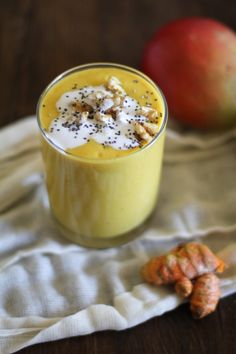 Detoxifying smoothie with beets, turmeric, mango, ginger, and more - a delicious superfood smoothie!
