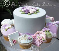 Virtual tour of The Creative Cake Academy wedding, celebration, cupcakes, mini cakes, and cookie designs that have formed part of our cake decoration courses. Mini Wedding Cakes, Wedding Cakes With Flowers, Mini Cakes, Unique Cakes, Creative Cakes, Cupcakes Lindos, Button Cake, Cake Decorating Courses, Decorating Tips