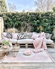 Balkon Jul 14 Bedroom Decorating Ideas: Before and After – Balkon ideen New Furniture, Outdoor Furniture Sets, Outdoor Decor, Rustic Furniture, Antique Furniture, Furniture Ideas, Furniture Makeover, Furniture Shopping, Furniture Online