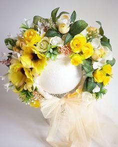 🌸Flower bonnet 🌸  #sitterbonnet #photoprops #sitter #sittersession #vintageinspired #newbornshoot #flowerbonnet #flowerbonnets… Floral Wreath, Wreaths, Flowers, Home Decor, Manualidades, Floral Crown, Decoration Home, Door Wreaths, Room Decor