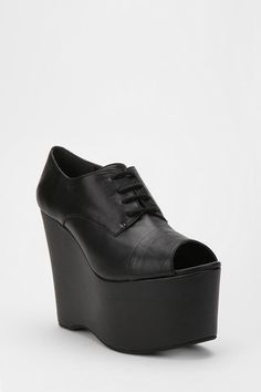 Can't even tell you how much I want these crazy shoes.