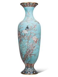 Japanese Porcelain, Japanese Pottery, Japanese Art, Vintage Japanese, Japanese Beauty, Bone Crafts, Japan Architecture, Urn Vase, Japanese Aesthetic