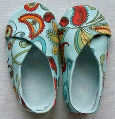 The pattern is Baby Kimono shoes by Lena's Pattern! This is an etsy site - $4.50 for this pattern.