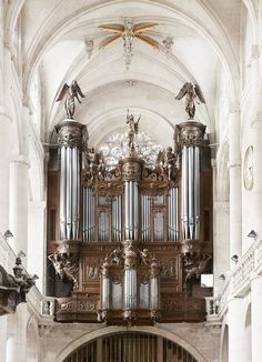 Baroque organs in Parisian churches photographed by Raphaël Dallaporta.