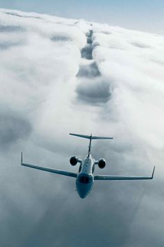 Slashing through the skies. One day.    Bombardier Learjet 40XR