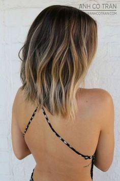 Ecaille Balayage On A Lob   11 Bombshell Blonde Highlights For Dark Hair - Best Hair Color Ideas by Makeup Tutorials at http://makeuptutorials.com/11-bombshell-blonde-highlights-dark-hair/