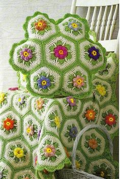 Love the green around the flowers.. Vintage Crochet Pattern to make A Superb Granny by ickythecat