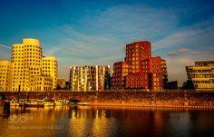 Medienhafen in der Abendsonne Düsseldorf by L8Xpress