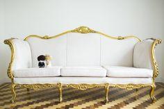 Sofá Clássico da DFestas branco-dourado