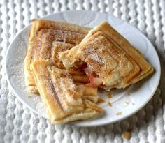 Jablečné taštičky jako od McDonald's Something Sweet, Graham Crackers, No Bake Cake, Apple Pie, Sweet Recipes, French Toast, Sweet Tooth, Deserts, Food And Drink