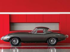 15 Ridiculously Sexy Photos Of A 1965 Jaguar E-Type | Airows