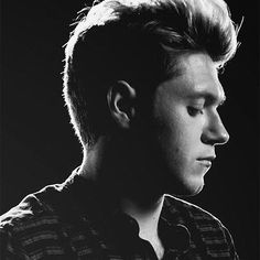 What's your favorite thing about Niall? Let us know in the comments ONE WORD at a time with your favorite emoji.