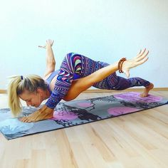 One of the best ways to have relief from lower back pain is through Hatha Yoga exercises. Yoga poses can help the symptoms and root causes of back pain. Yoga Meditation, Yoga Bewegungen, Yoga Moves, Yoga Exercises, Yoga Flow, Yoga Tank, Vinyasa Yoga, Hata Yoga Asanas, Yoga Inspiration