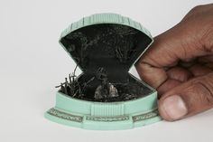 New Unexpected Miniature Scenes Staged Inside Jewelry Boxes by Curtis Talwst Santiago Jewellery Boxes, Jewelry Box, Transformers, Matchbox Crafts, Colossal Art, Draw On Photos, Ceramic Houses, Mind Tricks, Tiny World