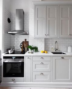 Extraordinary Grey Kitchen Cabinets Design For You Copy Home Kitchens, Kitchen Design Small, Rustic Kitchen, Kitchen Cabinet Design, Kitchen Renovation, Kitchen Decor, Modern Kitchen, Kitchen Interior, Interior Design Kitchen