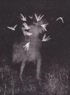sophie° lécuyer . un luogo dove guardare dentro uno specchio a volte era un libro a volte era qualcuno altre ancora era un vuoto e mai l'effetto della distanza e dell'incontro traduceva in sé uno ...
