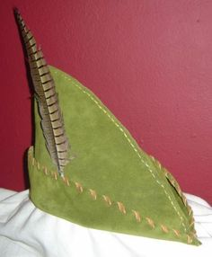 This moss green suede, hand-stitched hat is accented with caramel suede lacing, and with a striped pheasant feather. Its a great addition to many costumes -- Robin Hood, Elf, woodsman, or archer. It will be made to order; please select the best size for you. Included in this listing is a matching moss and caramel suede drawstring pouch. It is about 3 x 4, just right for the coin you have stolen from the rich and are about to give to the poor, or for your keys, cards & cash (great for dice…