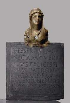 Topped table with a Latin inscription, of a bust of Juno.   Acquire : Rome (Italy). © Foto: Antikensammlung der Staatlichen Museen zu Berlin - Preußischer Kulturbesitz