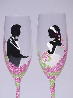 Zwei handbemalte Sektgläser zur Hochzeit von Traumhochzeit auf DaWanda.com