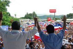 Norman Quijano y René Portillo Cuadra recibiendo el apoyo de todos los tecleños.
