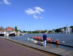 In Leer gibt es viele Möglichkeiten für Wassersportler, so trainieren im Freizeithafen regelmäßig Ruderer und Drachenbootfahrer. Sportboote und Segler finden hier einen tollen Platz zum Festmachen und sind direkt im Zentrum.