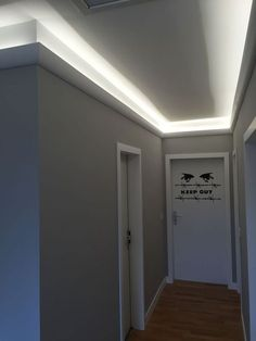 Exzellente Treppenhausgestaltung Mit LED Lichtgestaltung Und Mehr U2026 Langer Flur  Beleuchtung ...