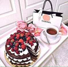 Tea, cake and Chanel for breakfast!