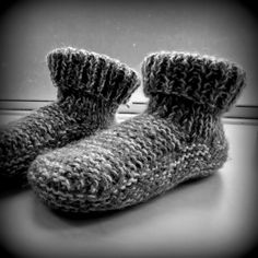 Easy knitting slippers – 3 small stitches Source by ritapomminville Knit Slippers Free Pattern, Knitted Slippers, Slipper Socks, Easy Knitting, Loom Knitting, Knitting Patterns, Sewing Patterns, Lana, Knit Crochet