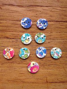 Imprimer du liberty sur une simple feuille de plastique fou (ou dingue ) pour faire des boutons ou bijoux.