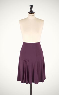 Great all round basic trumpet skirt that offers a flattering shape and gives ease of movement. Excellent for swing dancing!    - Made of purple knit