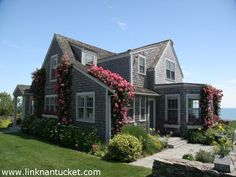 Décor de Provence: Needing a Little Nantucket Style? Would love a porch on this! Cute Cottage, Beach Cottage Style, Beach Cottage Decor, Cottages And Bungalows, Cottages By The Sea, Beach Cottages, Nantucket Cottage, Coastal Cottage, Coastal Decor