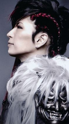 Gackt ~ 1) pinning for the hair, 2) he's so pretty :3