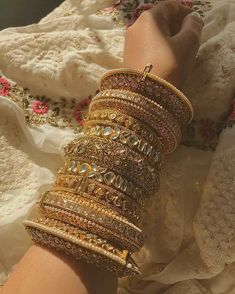 From statement to minimal to quirky to over-the-top, we are in awe of all these brides who opted for some stunning bridal bangles! Indian Jewelry Earrings, Indian Jewelry Sets, Indian Wedding Jewelry, Hand Jewelry, Indian Bangles, Silk Bangles, Egyptian Jewelry, Crystal Jewelry, Jewelry Art
