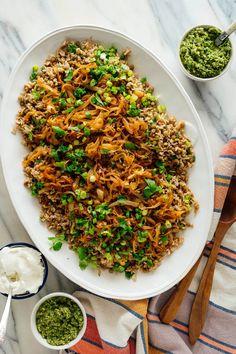 Mujadara (Lentils and Rice with Caramelized Onions) - Cookie and Kate Lentils And Rice, Green Lentils, Vegetarian Main Dishes, Vegetarian Recipes, Vegan Vegetarian, Carne, Simple Green Salad, Inexpensive Meals, Lentil Recipes
