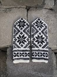 Bilderesultater for selbuvotter gratis oppskrifter Mitten Gloves, Norway In A Nutshell, Fingerless Gloves, Hand Knitting, Ravelry, Knit Crochet, Diy And Crafts, My Style, Threading
