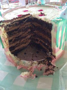 Tarta chorreando Drip cake para el cumpleaños de Eva Drip Cakes, Frosting Recipes, Choco Flan, Banana Bread, Sweets, Cookies, Chocolates, Ethnic Recipes, Desserts