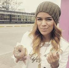 yo comiendo Puerto Rican Singers, Live Animals, Lazy Girl, Puerto Ricans, Girl Power, Casual Outfits, Alondra, Fan, Celebrities