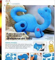 Um dinossauro azul para os meninos...fácil de fazer em feltro...é outro presente para o dia das crianças!!