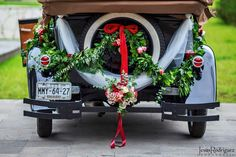 CLASSIC CAR DECORATION. Moisés & Carla wedding, car´s decoration by LADIANE PERGA, photo taked by JESÚS RODRÍGUEZ PHOTOGRAPHER